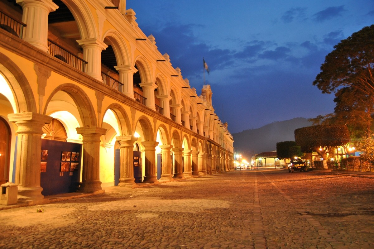cropped-Optimized-Palacio_de_Ayuntamiento_en_La_Antigua_Guatemala.jpg